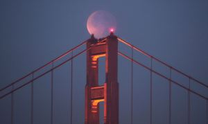 Beautiful Blood Moon over Golden Gate bridge (Dec 10 2011). Photo Frederic Larson for the San Francisco Chronicle