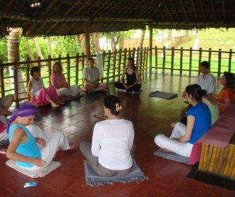 Group retreat in Kerala, Daily meditation-Kerala, India ©Rita Minassian